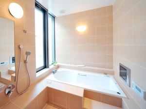 浴槽のタイル工事